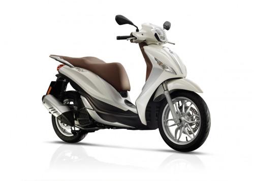 Piaggio_Medley_Scooter